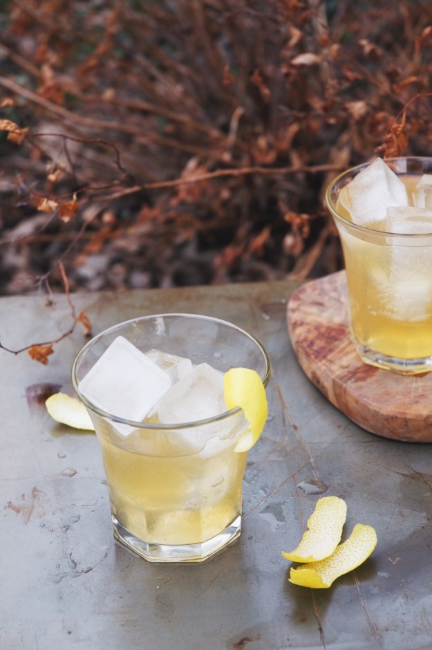 apricot + black tea irish whiskey cocktail | holly & flora