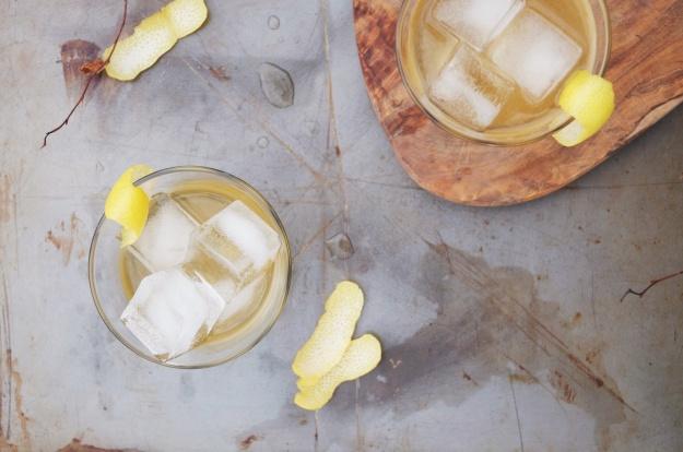 apricot + black tea irish whiskey cocktail | holly & flora