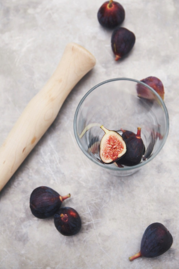 fig + thyme cocktail | how to make allspice dram | holly & flora