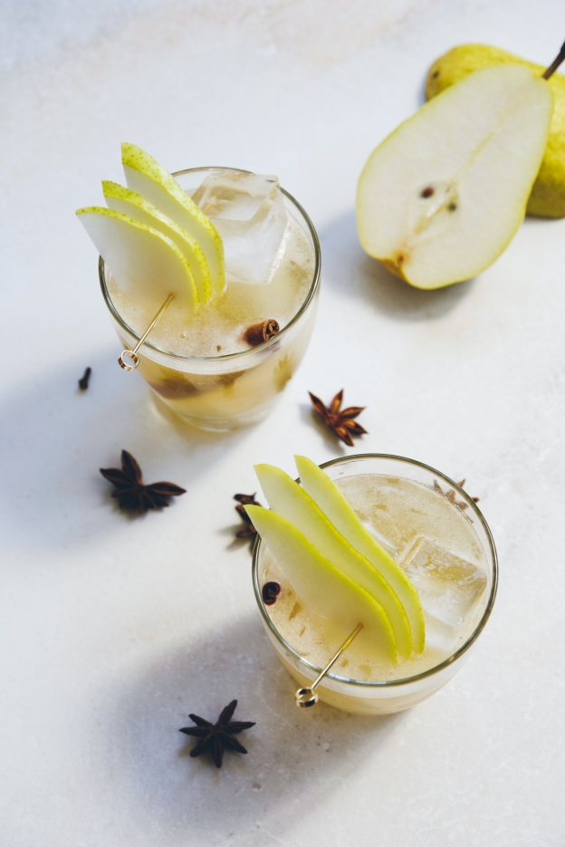smoky + spiced pear ginger fizzes {how to make pear liqueur} | holly & flora