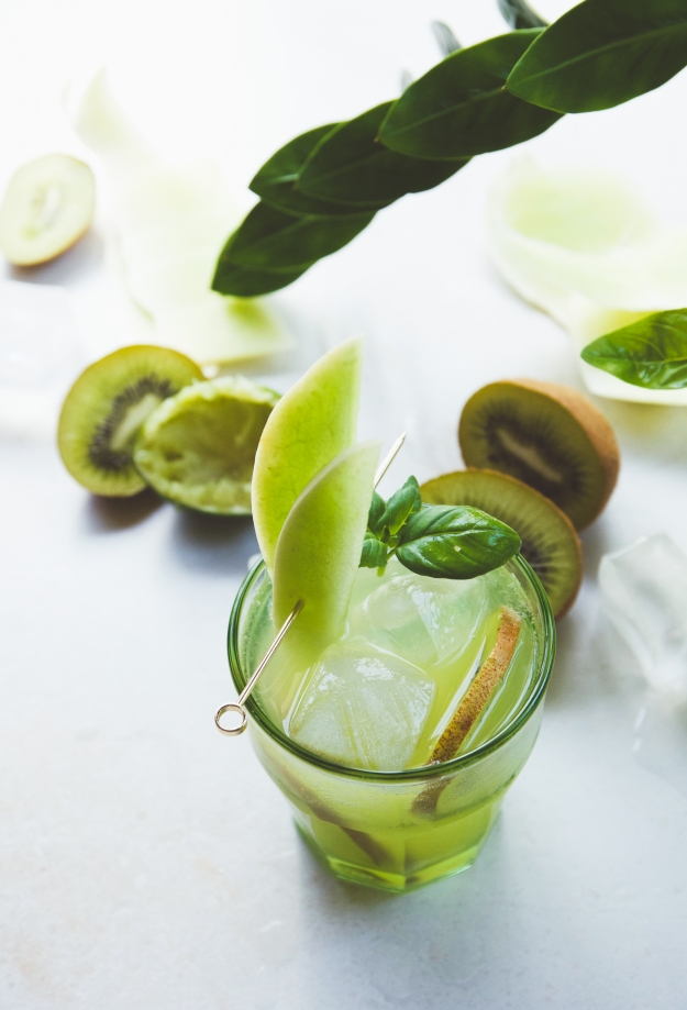 honeydew + kiwi sake cocktails with shiso drinking vinegar | holly & flora