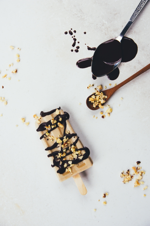 coffee, banana + coconut cream poptails with vegan magic shell | #popsicleweek | holly & flora