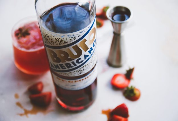 port-soaked strawberry spritzes | holly & flora #cocktails #spritzes #strawberries